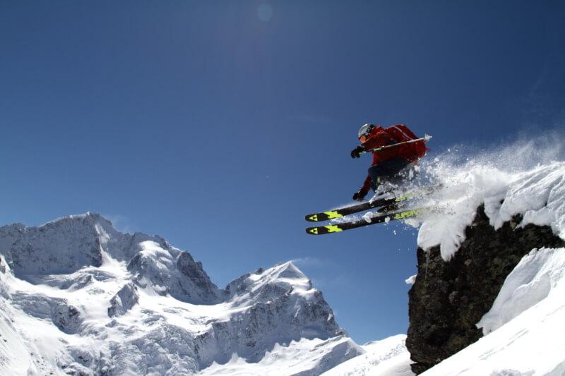 Cliffjumps gehoeren zu jeder Skitagesfahrt