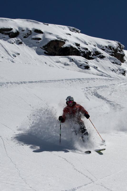 Tiefschneeschwung auf Skitagesfahrt